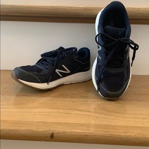 Excellent condition New Balance sneakers!